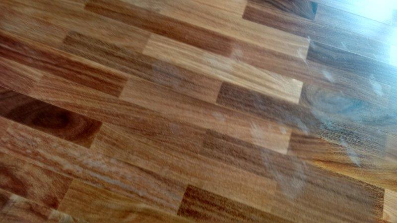 Calafetação de piso de madeira