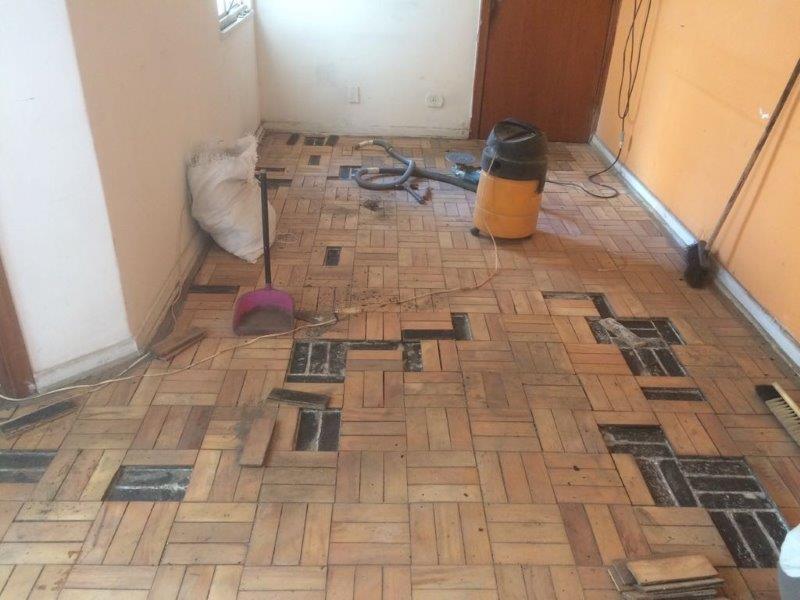 Instalação de piso de madeira