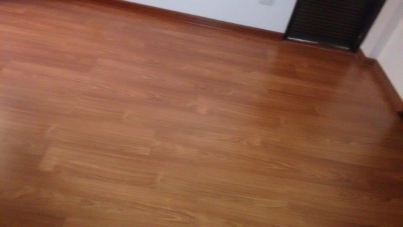 Serviço de instalação de piso laminado