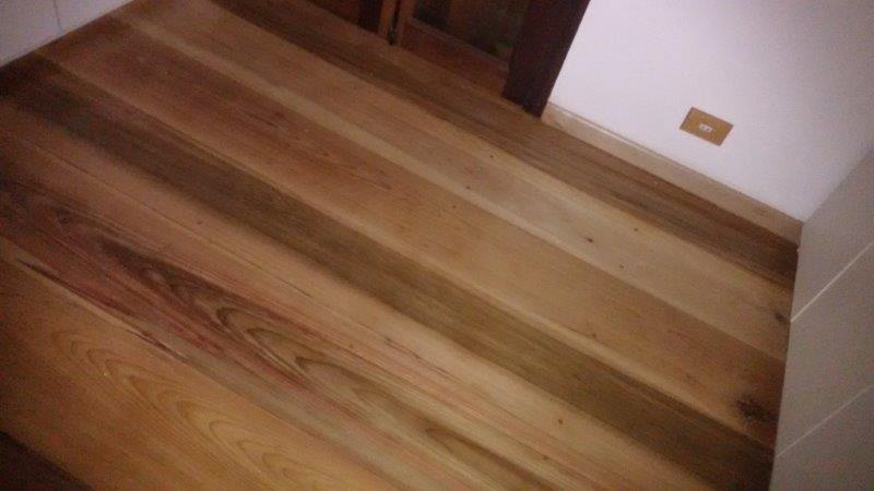 Instalação de assoalho de madeira