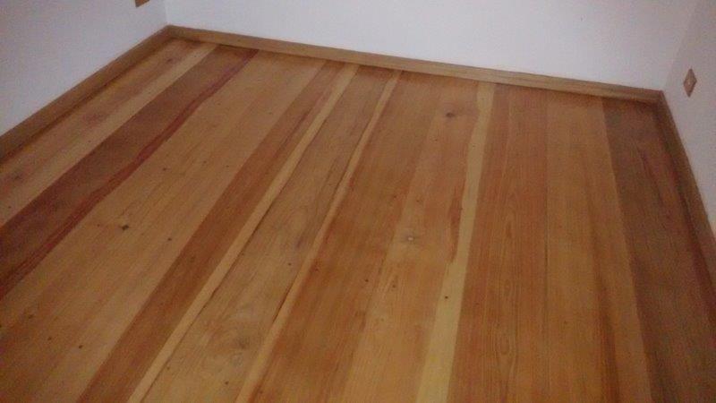 Instalação rodapé de madeira